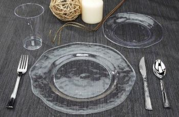 Plates available in two sizes 8\u201d and 11\u201d. The versatile design allows for serving a wide variety of appetizers entrees and desserts! & Artisan 11-inch Clear Plastic Plates: Clear Plastic Tableware